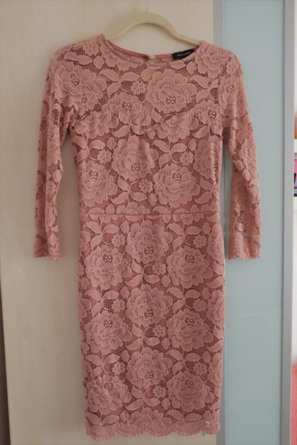 różowa koronkowa sukienka New Look S...
