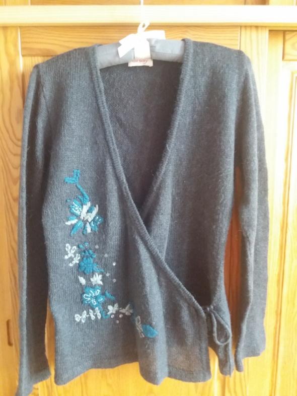 Sweterek zakładany ORSAY...