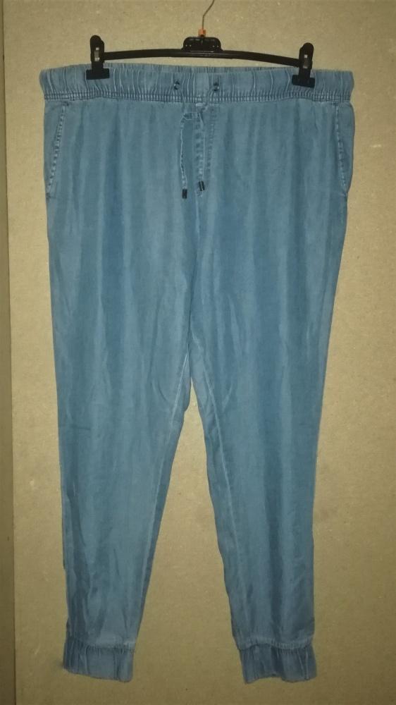 Jasnoniebieskie miękkie ala jeansowe chinosy 46 48