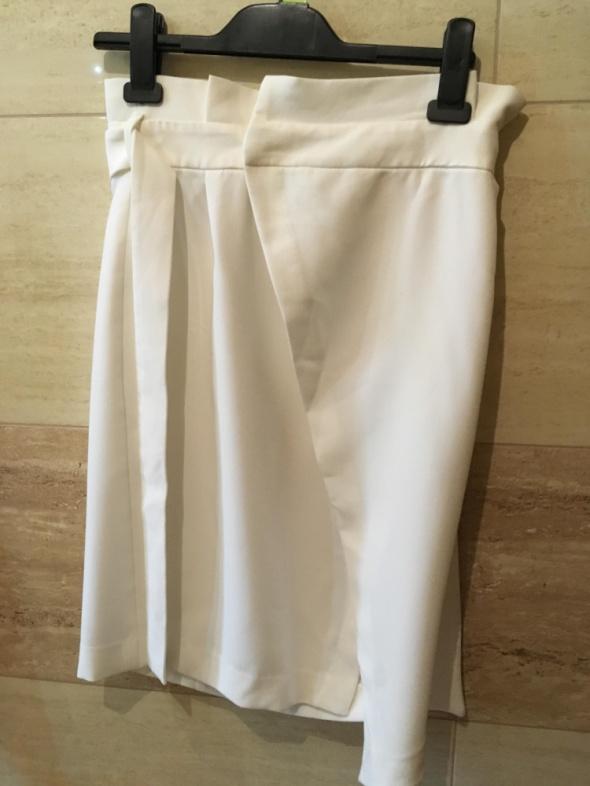 spódnica biała 36 S Stradivarius...