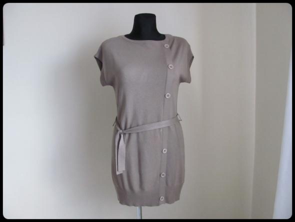 Sukienka na chłodniejsze dni z paskiem i asymetrycznymi guzikami M L