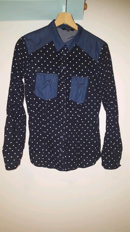 Granatowa koszula w białe kropki jeans Reserved