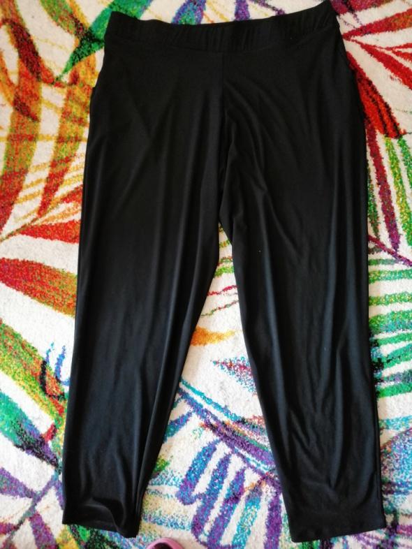 Czarne luźne spodnie Simply Be 46