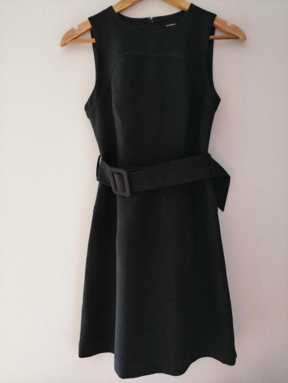 Czarna elegancka sukienka WareHouse 36 S