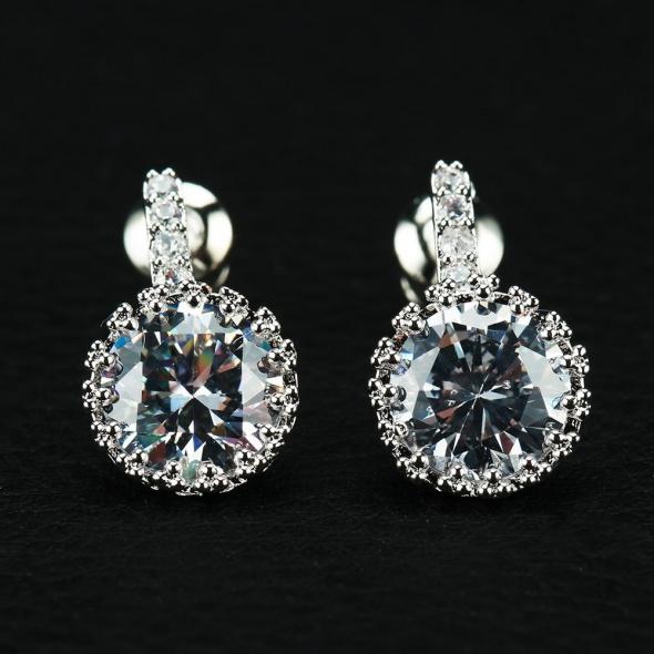 Nowe kryształowe kolczyko cyrkonie diamenciki srebrny kolor