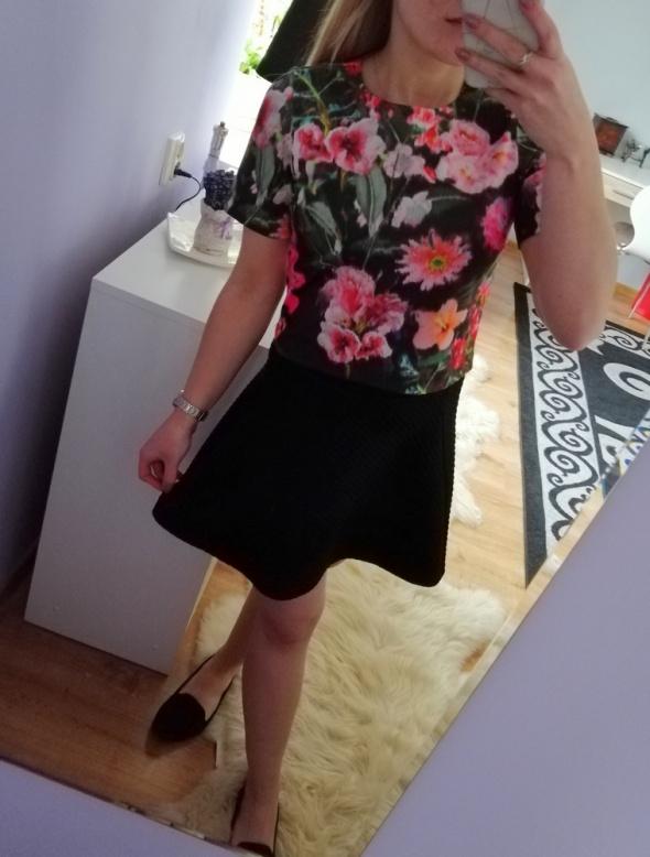 Czarna spódnica mini rozkloszowana H&M...