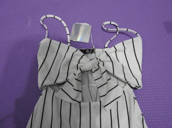 biała sukienka Missguided czarne paski