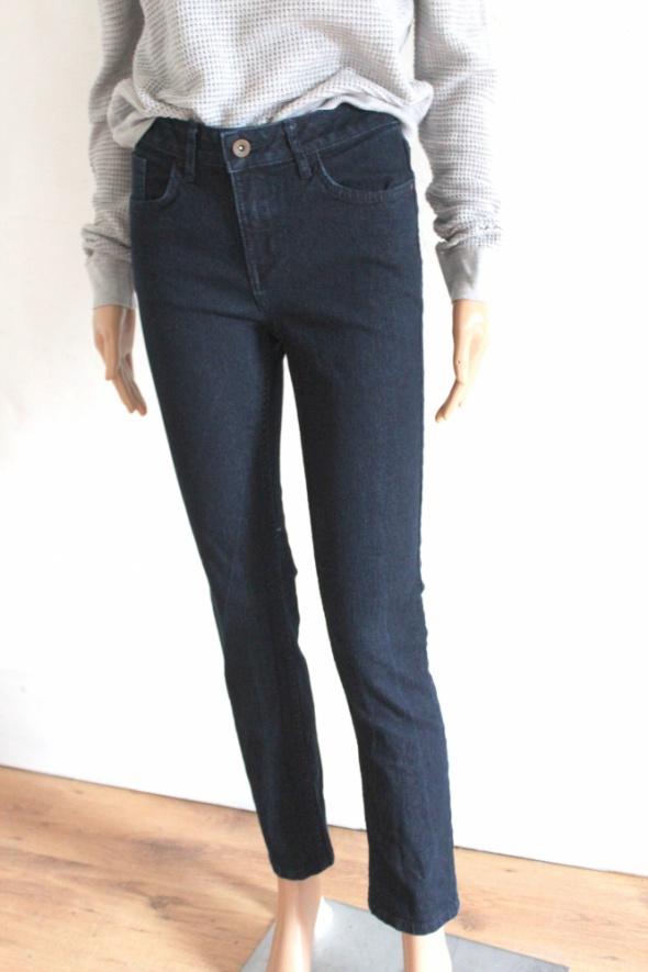 Ciemnie jeansowe spodnie r 34...