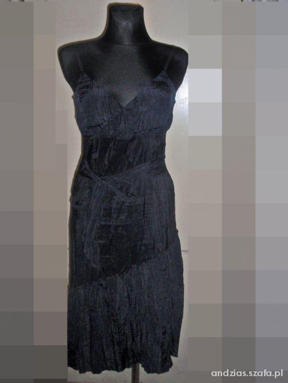 Czarna sukienka z kokardą r M...