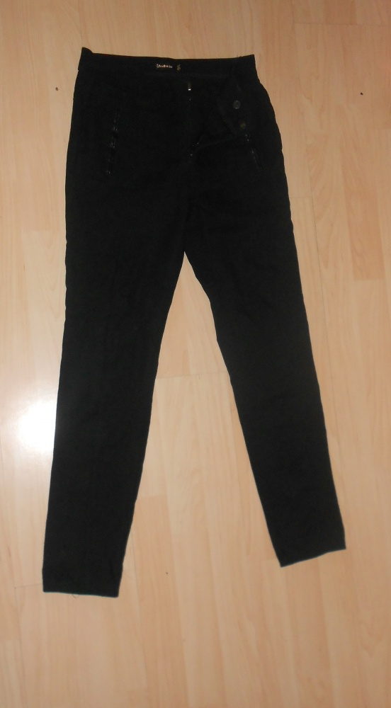 czarne eleganckie spodnie cygaretki wstawki skóra