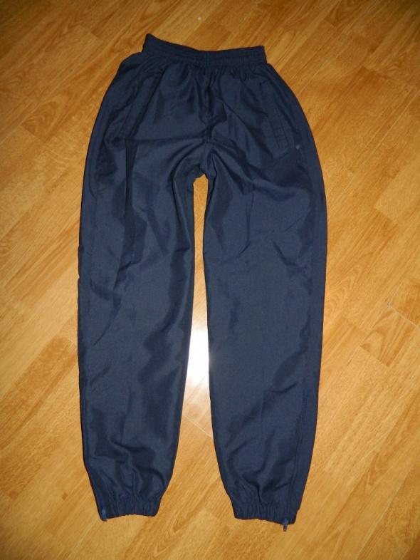 Spodnie dresowe ściągacze kieszenie roz 12 lat