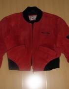 Czerwona krótka kurtka zamszowa...