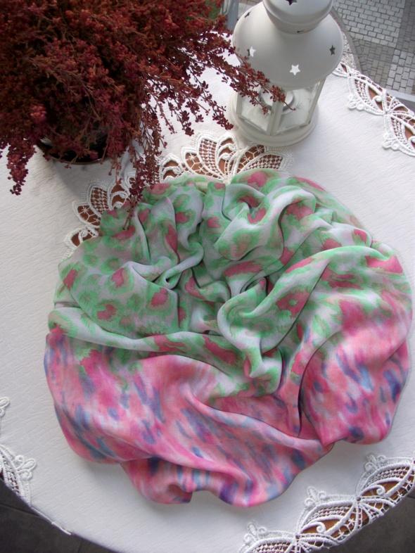 Duża chusta szal w kolorowe cętki