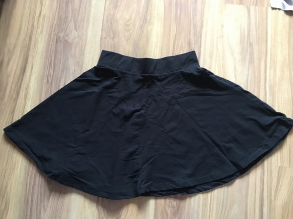 Czarna rozkloszowana spódnica S
