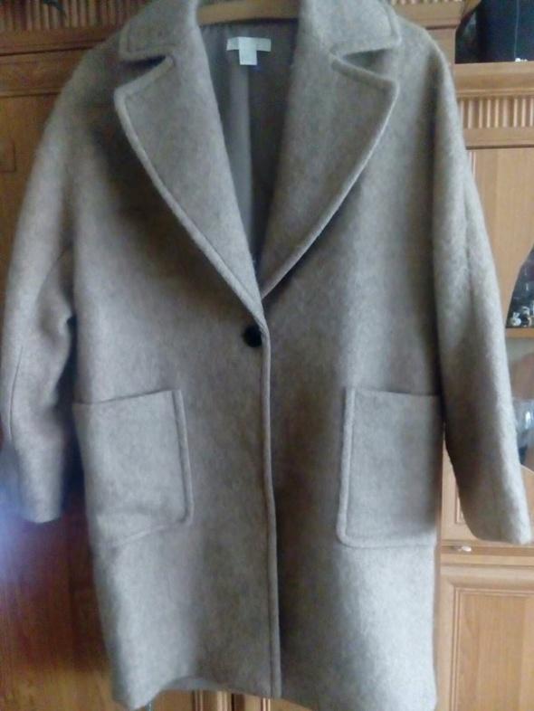 H&M płaszcz wełniany długi oversize z Austrii cielisty pudrowy