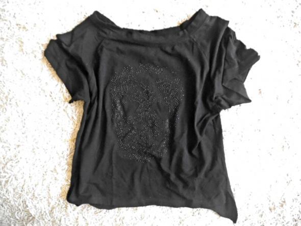 czarna koszulka M z czaszką z dżetami...
