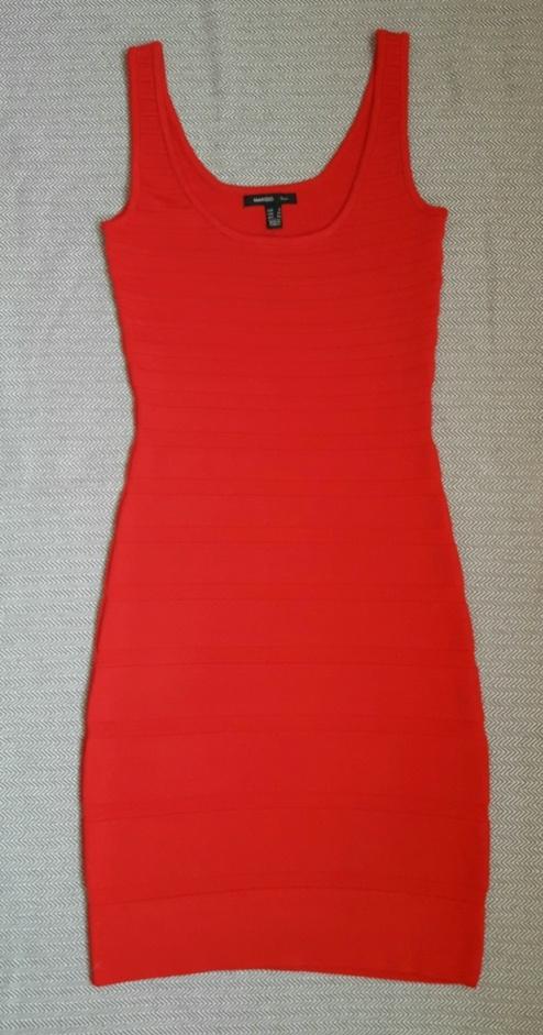 Czerwona dzianinowa obcisła sukienka