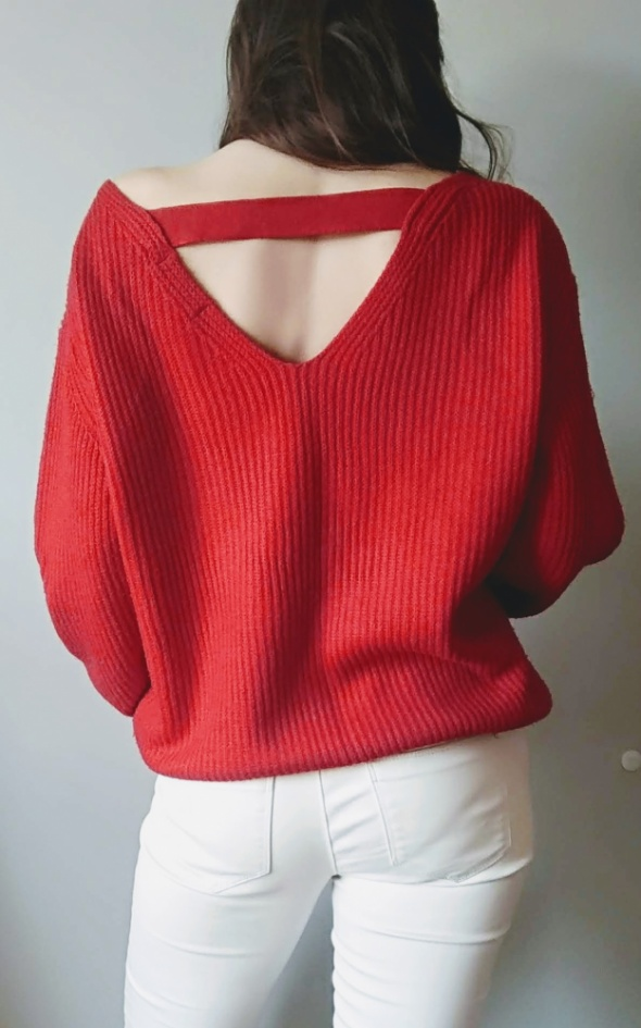 Sweterek czerwien wyciecie na plecach New look