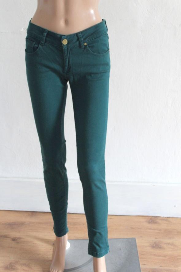 Ciemnozielone spodnie rurki r XS...