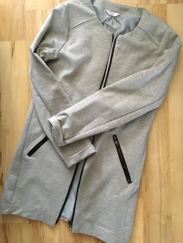 szary dresowy płaszcz płaszczyk klasyczny prosty krój XS 34 S 36