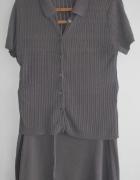 Szara bluzka z kołnierzykiem i spódnica ściągana paskiem...