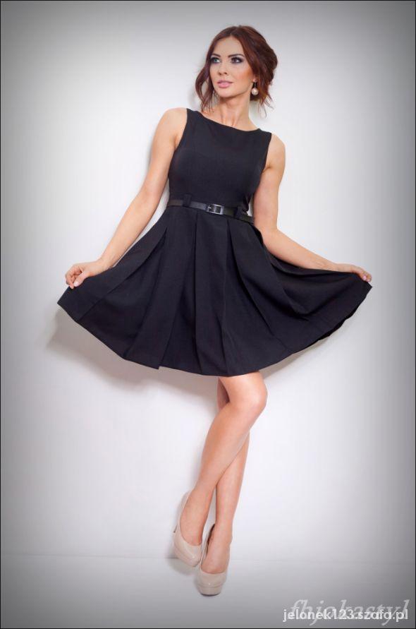 Czarna sukienka kontrafałdy rozkloszowana 36 S