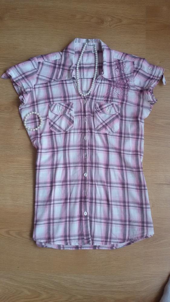 różowa koszula