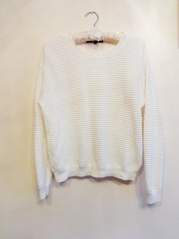 Biały sweterek Reserved