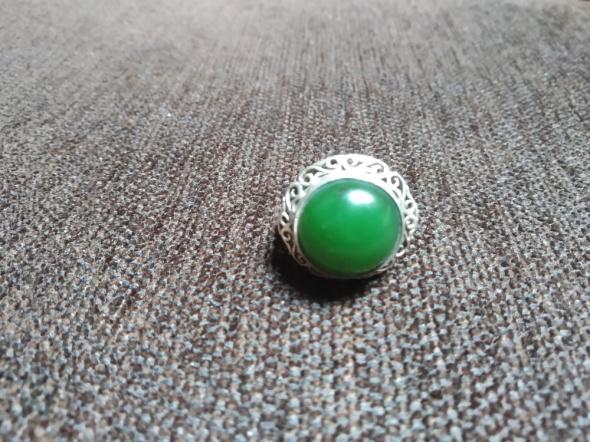 Warmet koronka pierścionek z zielonym kamieniem