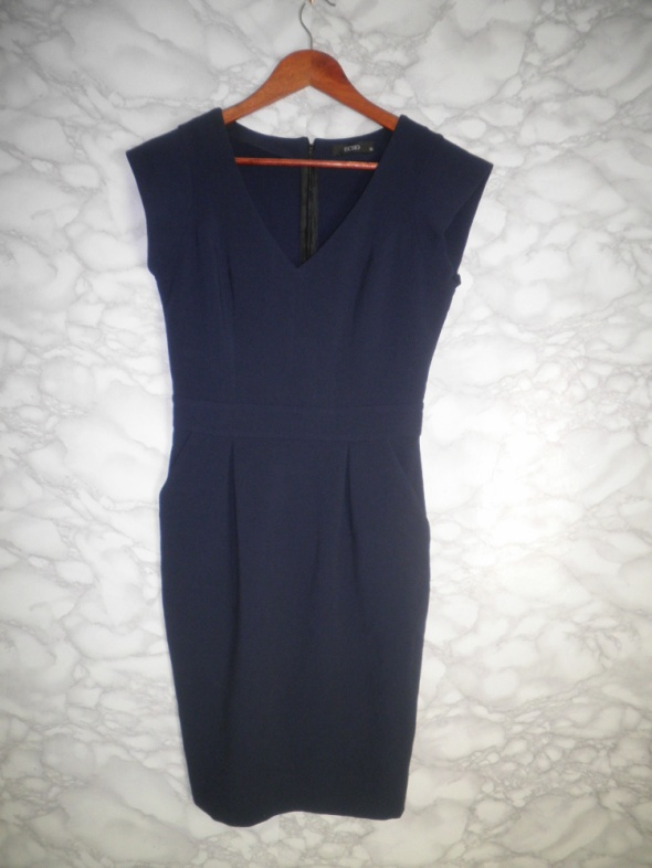 ECHO elegancka dopasowana sukienka ołówkowa midi granatowa 36 S