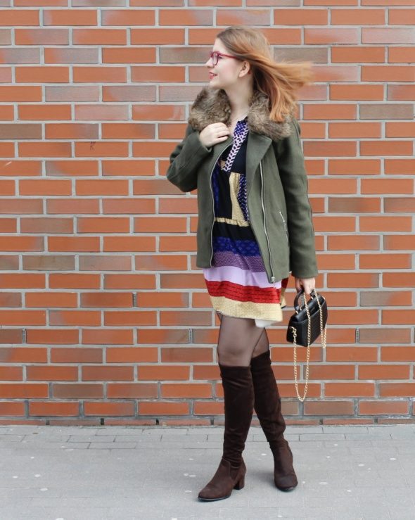 Blogerek Oliwkowa kurtka z futerkiem