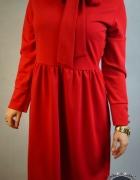 czerwona elegancka sukienka z kokardą