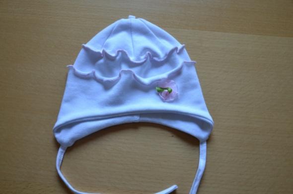 biała czapka...
