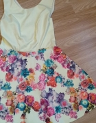 Sukienka w kwiatki...