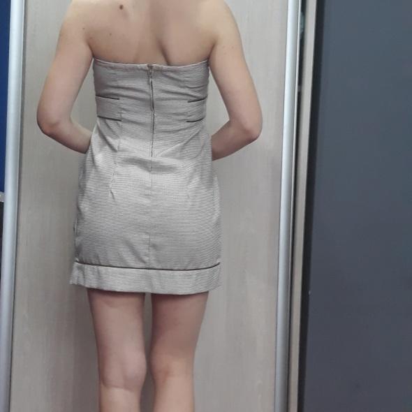 kremowa sukienka Stradivarius...