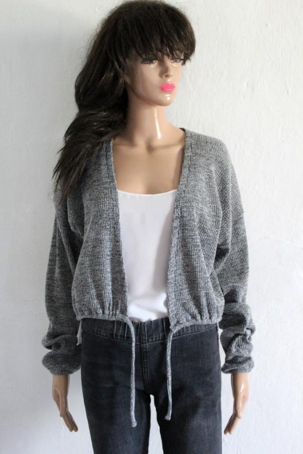 Szary sweterek wiązany r około M...
