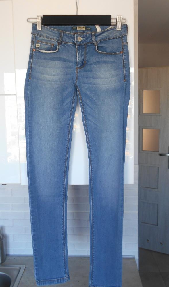 Pull and Bear jasne jeansy rurki jeansowe 34...