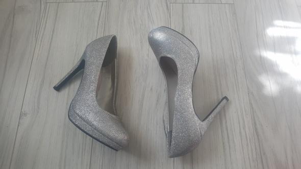 Srebrne eleganckie nowe szpilki New Look brokatowe silver...