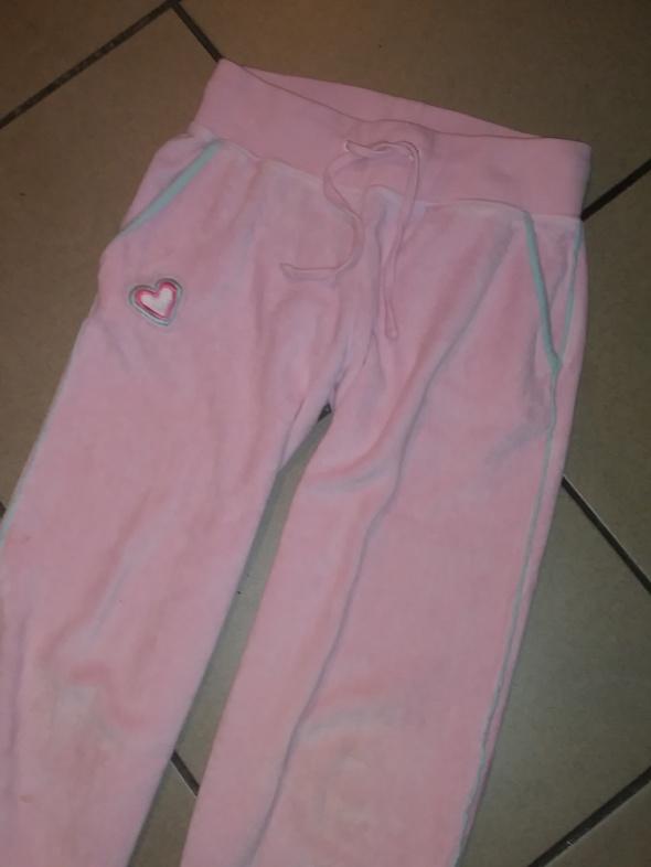 spodnie dresowe różowe 128...