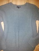 szary sweter