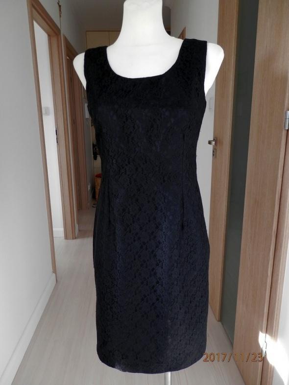 Sukienka Burton Dopasowana Ołówkowa Czarna z Francuskiej Koronk...