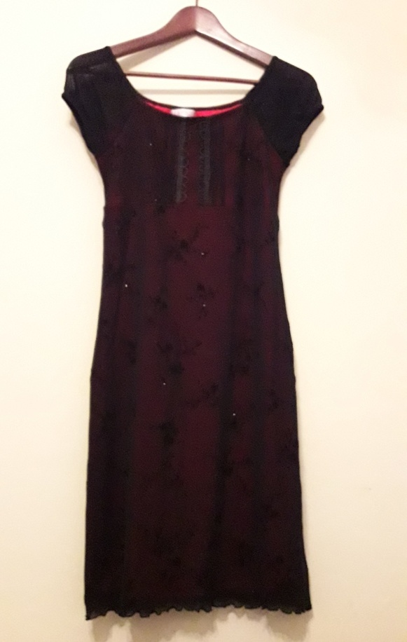 Wieczorowa błyszcząca sukienka czarny tiul podszewka zmysłowa