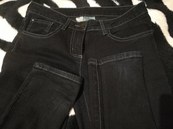 Czarne jeansy Camaieu