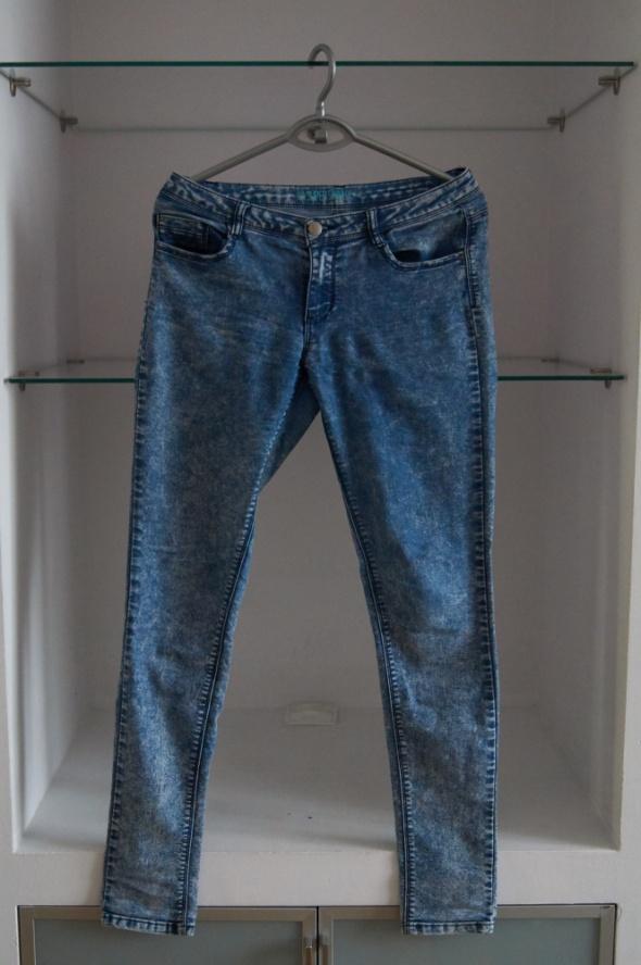 Jeansy marmurkowe skinny