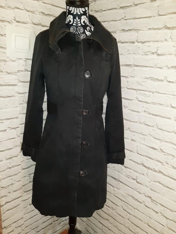 Idealny czarny długi płaszczyk xs...