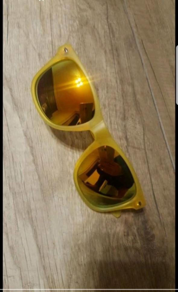 Żółte klasyczne okulary