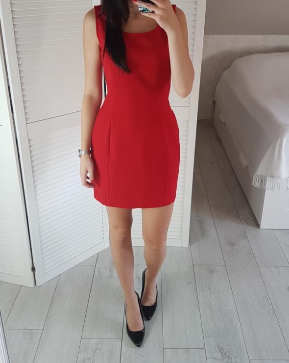 Identic czerwona S 36 sukienka taliowana elegancka bez rękawów