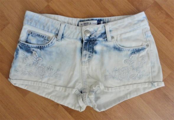 Jeansowe dżinsowe spodenki szorty hafty Bershka xs s