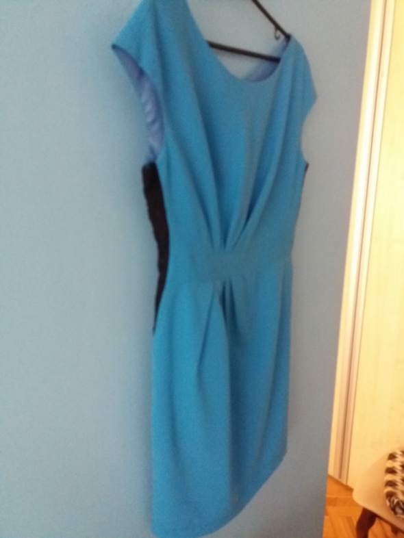 Niebieska ołówkowa sukienka