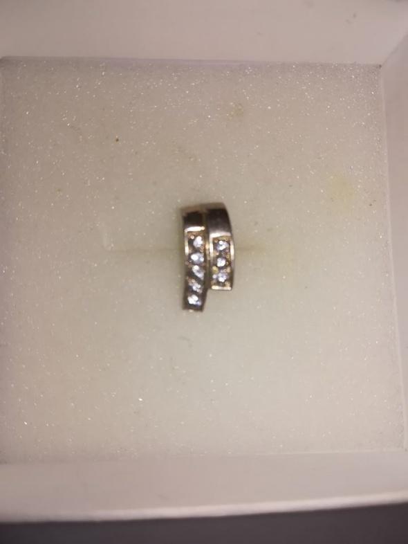 Śliczny srebrny wisiorek z cyrkoniami 925